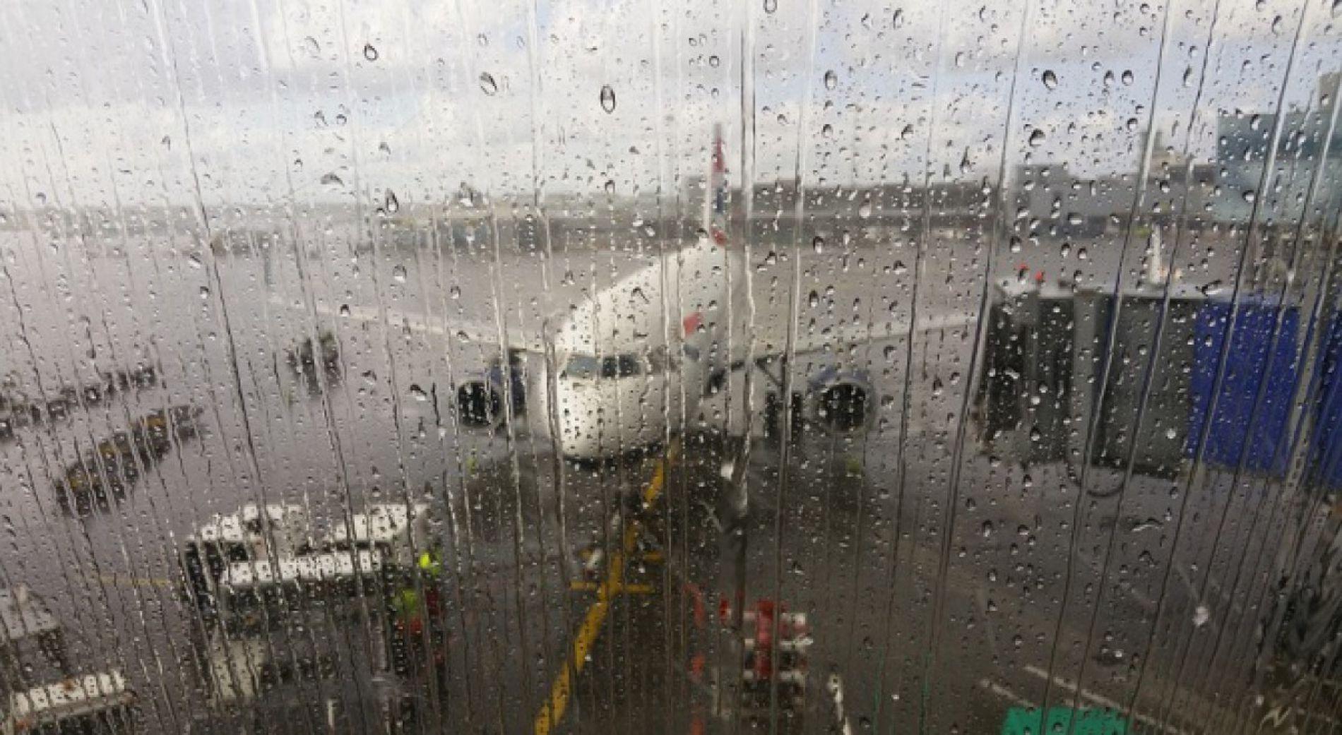 Отмяна на полети и загриженост на туристите на летището в Бургас