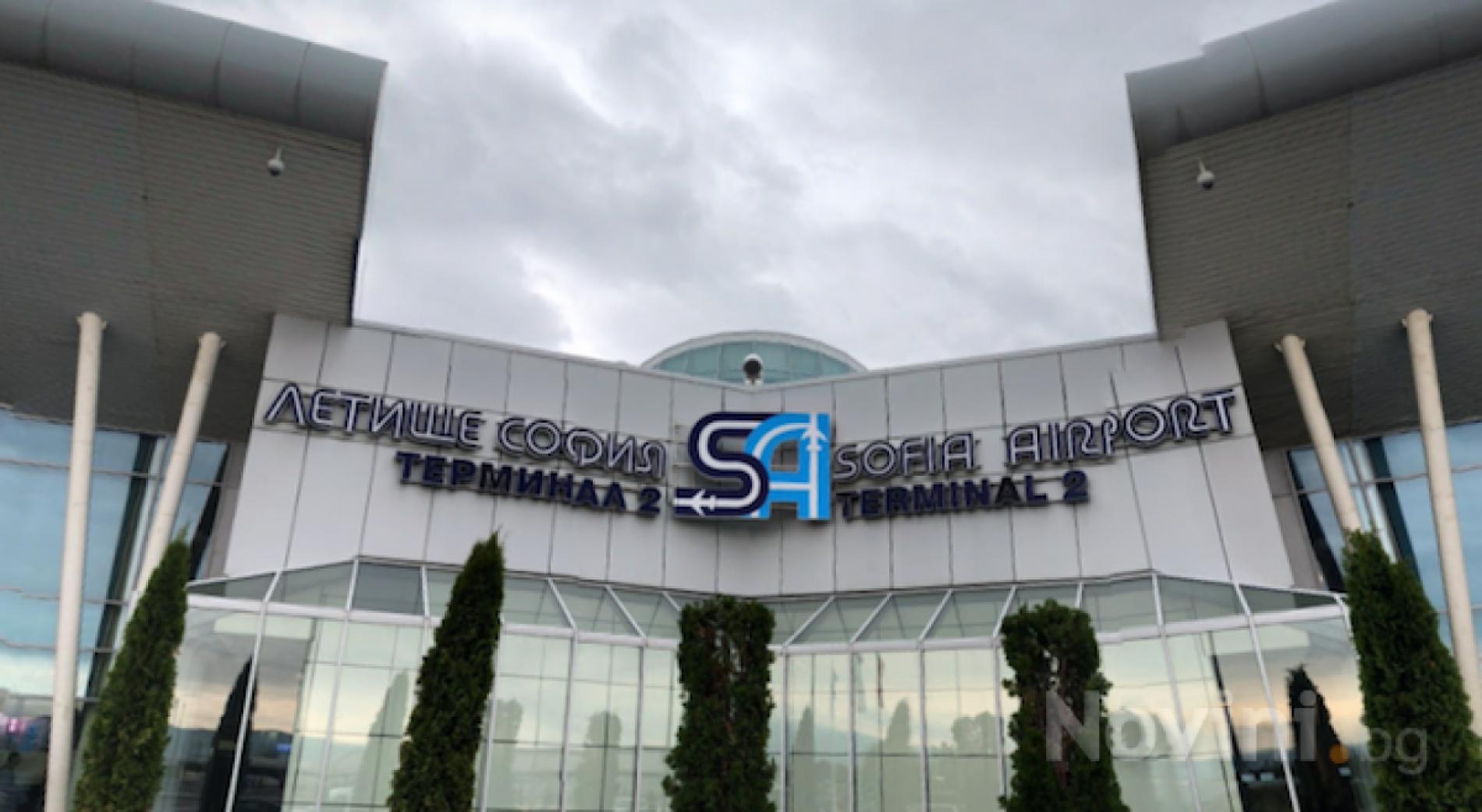 Стотици пътници бяха блокирани на летище София