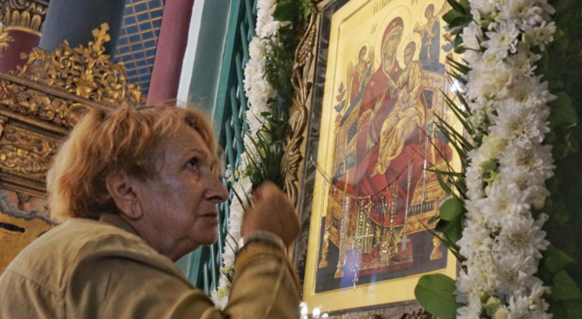 Варненци се поклониха на иконата, която смятат за чудотворна